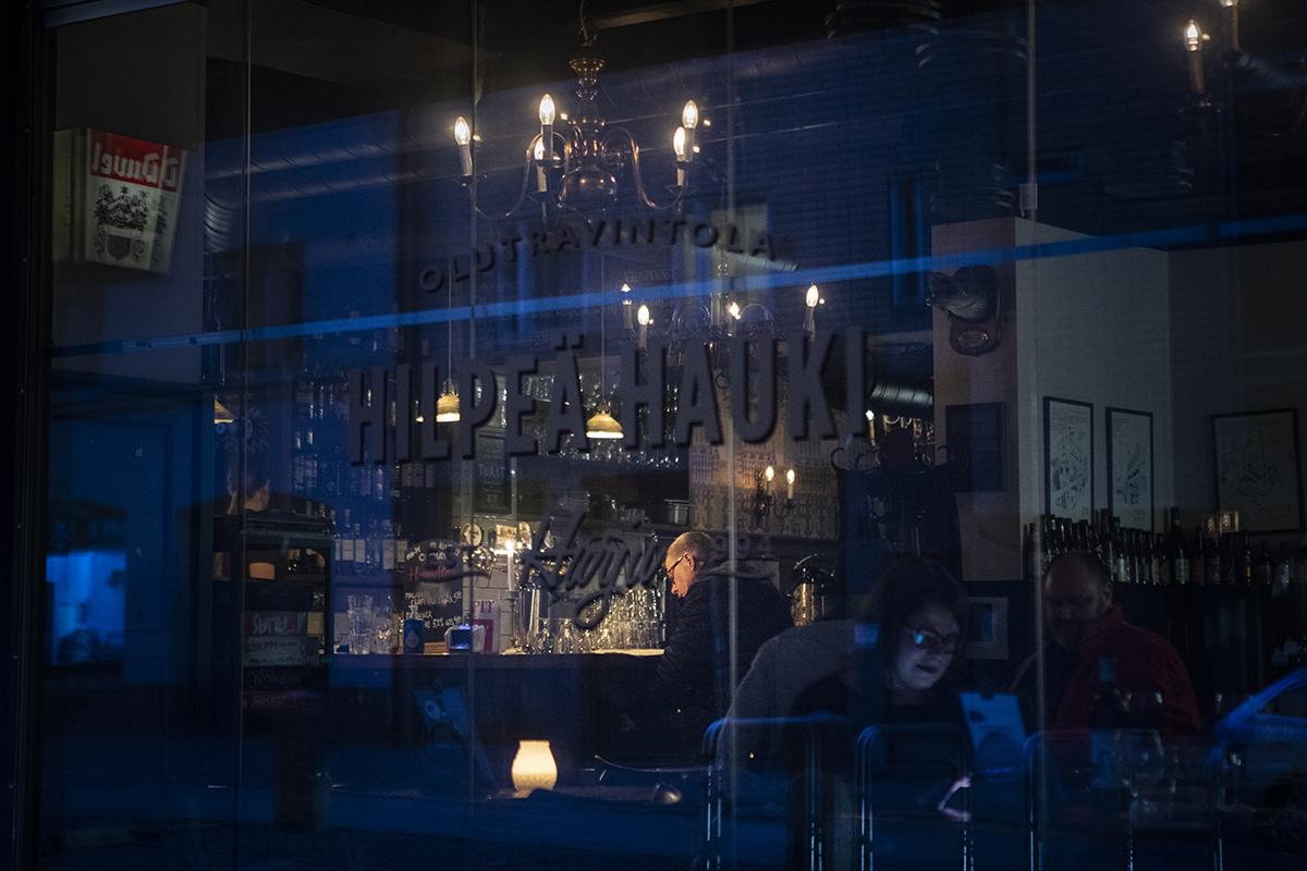Helsingin Vaasankadun ravintolaelämän syke ei ole pysähtynyt, vaikkakin tavallista rauhallisempi.